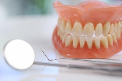 Întrebări frecvente privind protezele dentare