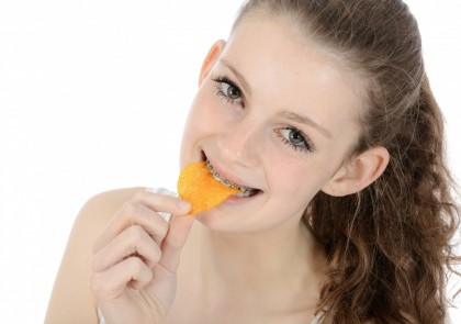 Sfaturi pentru purtătorii de aparate dentare ortodontice