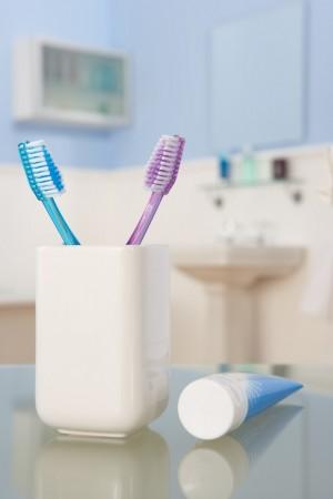 Cum îngrijim periuța de dinți