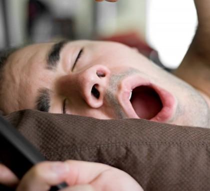 Apnee (absenţa respiraţiei spontane pentru o perioadă de timp)