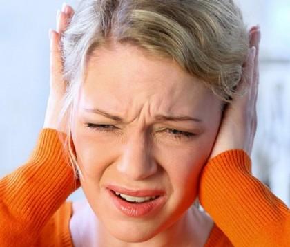 Țiuit în urechi persistent (de mai multe zile)