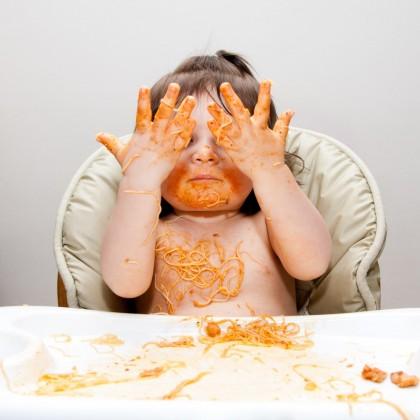 Bebelușul se îneacă cu mâncare - ce faci?