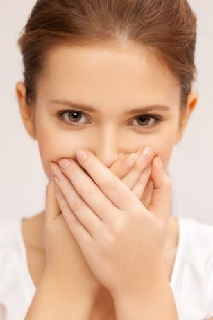 Afectiunile dentare, cauza respiratiei neplacute la adolescenti