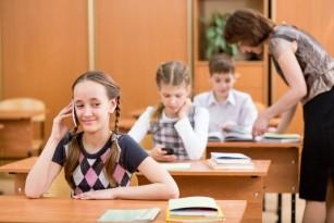 Copilul școlar și telefonul mobil