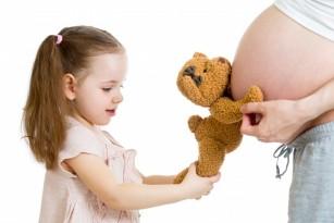 Cum pregătim copilul pentru sosirea unui frățior?