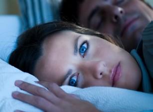 Insomnia este implicată în apariția durerilor de spate