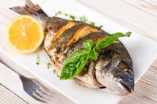 Consumul săptămânal de pește copt sau fript protejează sănătatea creierului