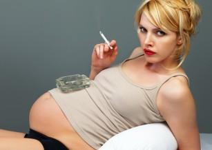 Fumatul în timpul sarcinii ar putea afecta dezvoltarea nepoților