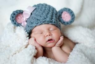 Riscul de astm și alergii este mai mic la copiii care dorm pe o blană de animal în primele luni de viață
