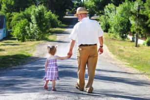 Plimbările scurte ar putea contracara efectele negative ale statului prelungit pe scaun