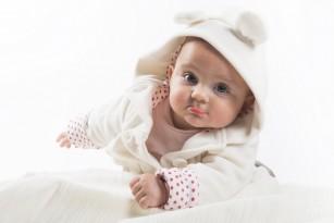 Bebelușii care se nasc iarna și primăvara merg mai curând de-a bușilea