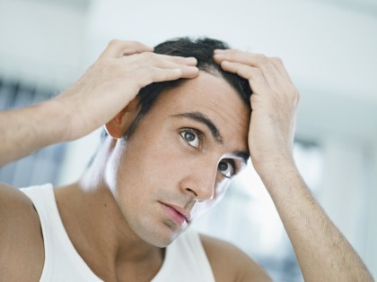 MIT: Smulgerea firelor albe de păr le face să se înmulțească