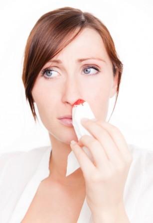De ce curge sânge din nas și ce e de făcut?