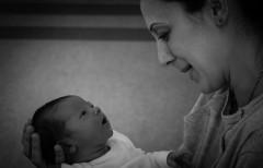 MIT: Femeile uită durerile nașterii