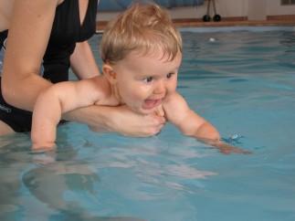 Înotul pentru bebeluşi