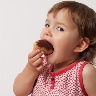 Top 10 alimente nerecomandate copilului mic
