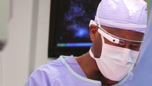 Ochelarii Google Glass ar putea fi utili în sala de operație