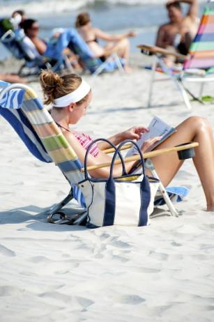 Razele ultraviolete afectează pielea şi după expunerea la soare