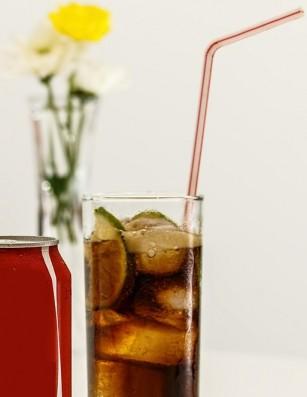 Băuturile răcoritoare, asociate cu eroziunea dentară