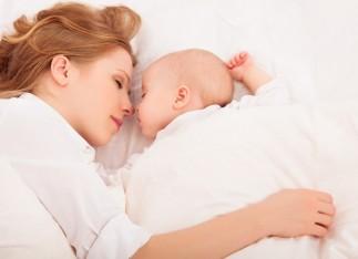 Co-sleeping – dormim în același pat cu bebelușul?