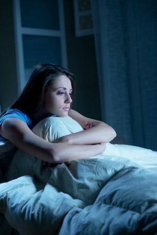 Întreruperea somnului, la fel de dăunatoare ca lipsa lui