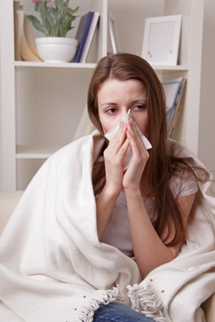 Estrogenul protejează femeile de gripă, nu și bărbații