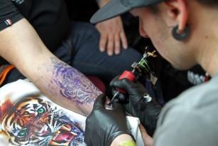 Mai multe tatuaje ar putea reprezenta un ajutor în lupta împotriva infecțiilor