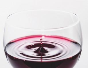 Cum influențează vinul roșu riscul de afecțiuni cardiovasculare?