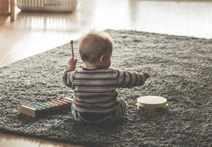 Muzica îmbunătățește abilitățile lingvistice ale bebelușului
