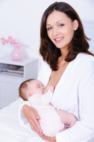 Hormonii din laptele matern influențează pozitiv flora intestinală a sugarului