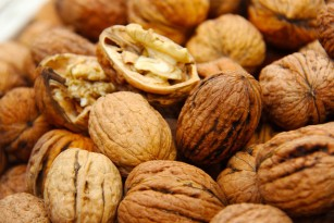 Nucile ar putea îmbunătăți sănătatea colonului