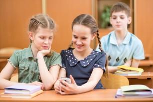 Utilizarea excesivă a Internetului crește riscurile pentru afecțiuni mentale la adolescenți