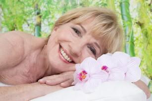 Instalarea târzie a menstruației și menopauzei asociată cu prelungirea duratei de viață