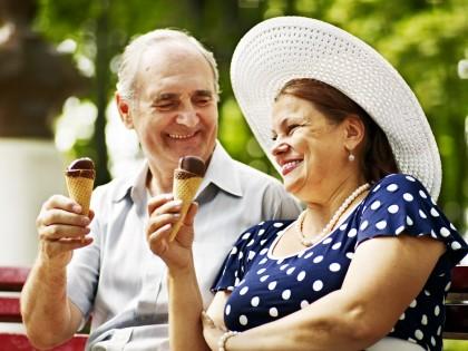 Pe măsură ce îmbătrânim, devenim mai fericiți