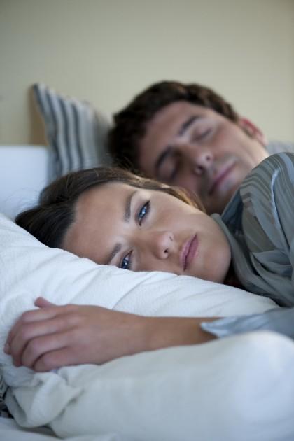Calitatea somnului ar putea fi influențată de genul persoanei