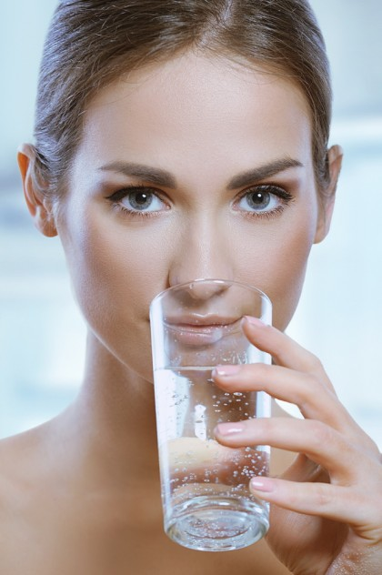 Trebuie consumate 8 pahare de apă pe zi?