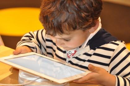 Touchscreen-ul și abilitățile motorii ale copiilor