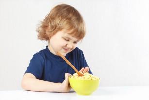 Mofturile la masă la copiii mici sunt dictate de gene
