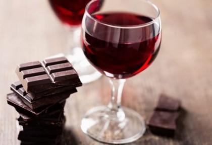 De ce vinul și ciocolata pot declanșa migrene?