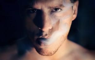 Fumatul le scurtează viața purtătorilor de HIV mai mult decât virusul în sine