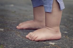 Copiii care sar peste micul dejun și nu dorm suficient sunt în pericol de a deveni obezi