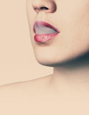 Țigaretele electronice la fel de nocive pentru gingii ca cele clasice