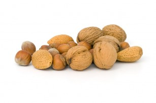 O mână de nuci sau alune pe zi poate reduce riscul apariției mai multor afecțiuni