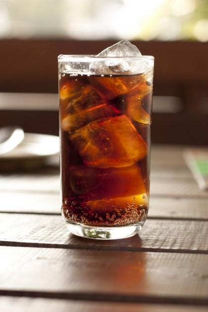 Băuturile răcoritoare dietetice – la fel de nocive pentru greutatea corporală ca cele îndulcite cu zahăr
