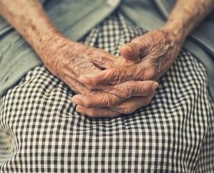 Lipsa activității fizice și statul prea mult așezat accelerează îmbătrânirea biologică