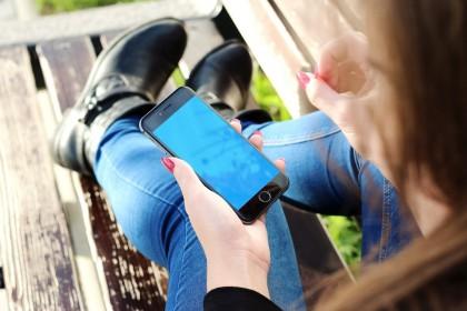 """Alertele """"fantomă"""" ale telefonului și dependența de smartphone"""