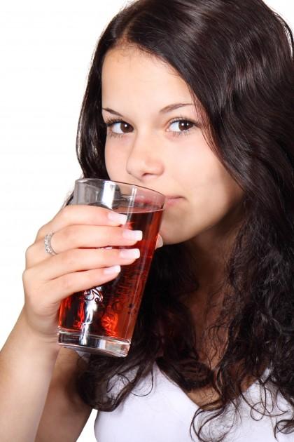 Excesul de sucuri îndulcite crește riscul de steato-hepatită la copii