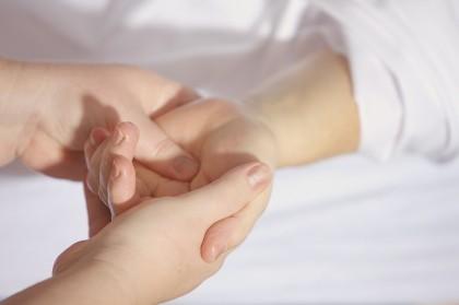 Fizioterapia este la fel de eficientă ca intervenția chirurgicală pentru sindromul de tunel carpian