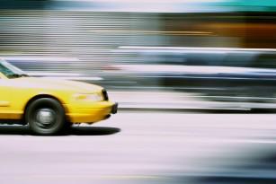 Mergi cu taxiul? Află de ce galben e mai sigur.