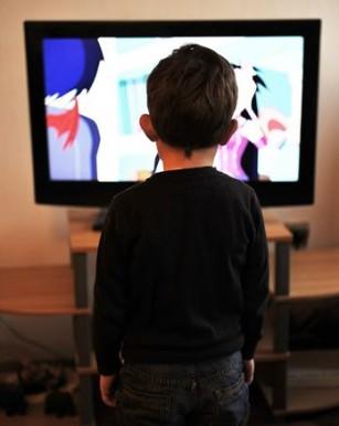 Mai mult de 3 ore pe zi în fața ecranului pot crește riscul de diabet la copii